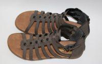 Der Sommer ist vorbei und ich habe die perfekten Sandalen.
