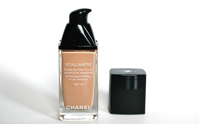 "Review Chanel Vitalumiere ""limpide"""