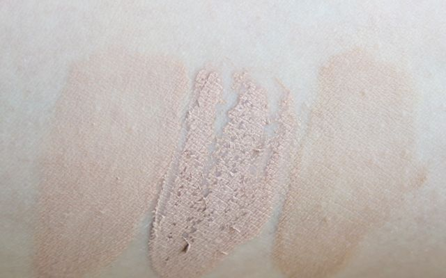 Swatch Rival de Loop Long Lasting Make-up 01 Light Beige, Ellen Betrix Soft Resistant 1 Light, Catrice Infinte Matt 010 Light Beige