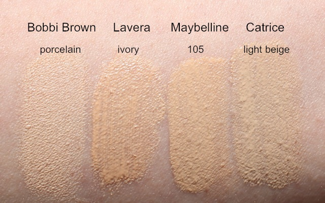 "Swatch Bobbi Brown ""porcelain"", Lavera Mousse Make-up ""02 ivory"", Maybelline Fit Me 105, Catrice All Matt ""light beige"""