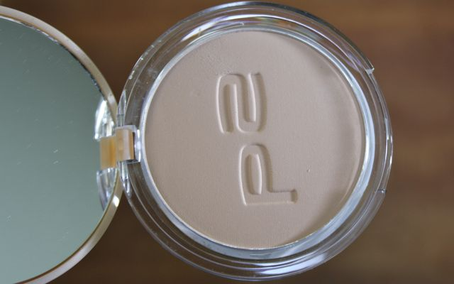 Swatch und Review P2 Nearly Nude compact powder 015 caramel beach