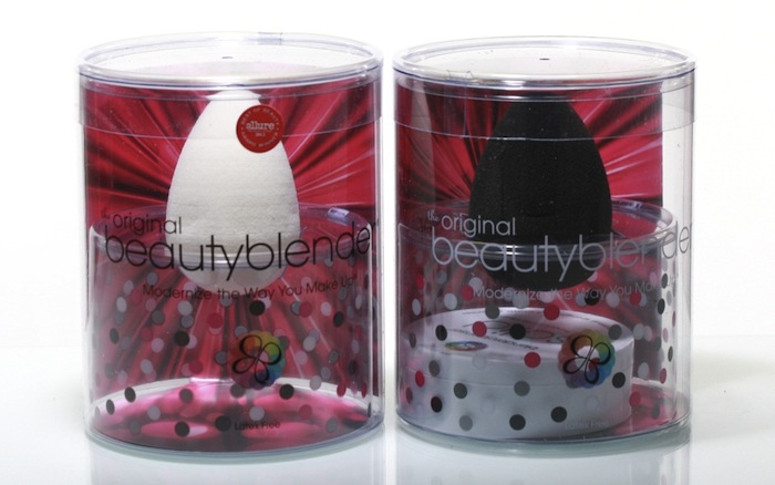 White Beautyblender versus black Beautyblender - a comparison