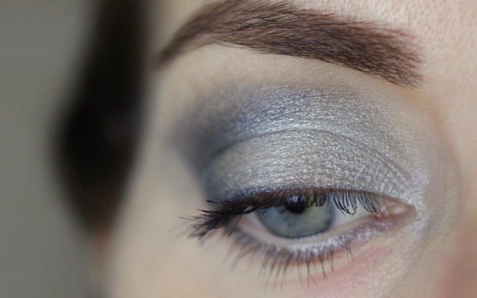 """Augenmakeup mit Alva Lidschatten Duo """"silver"""""""
