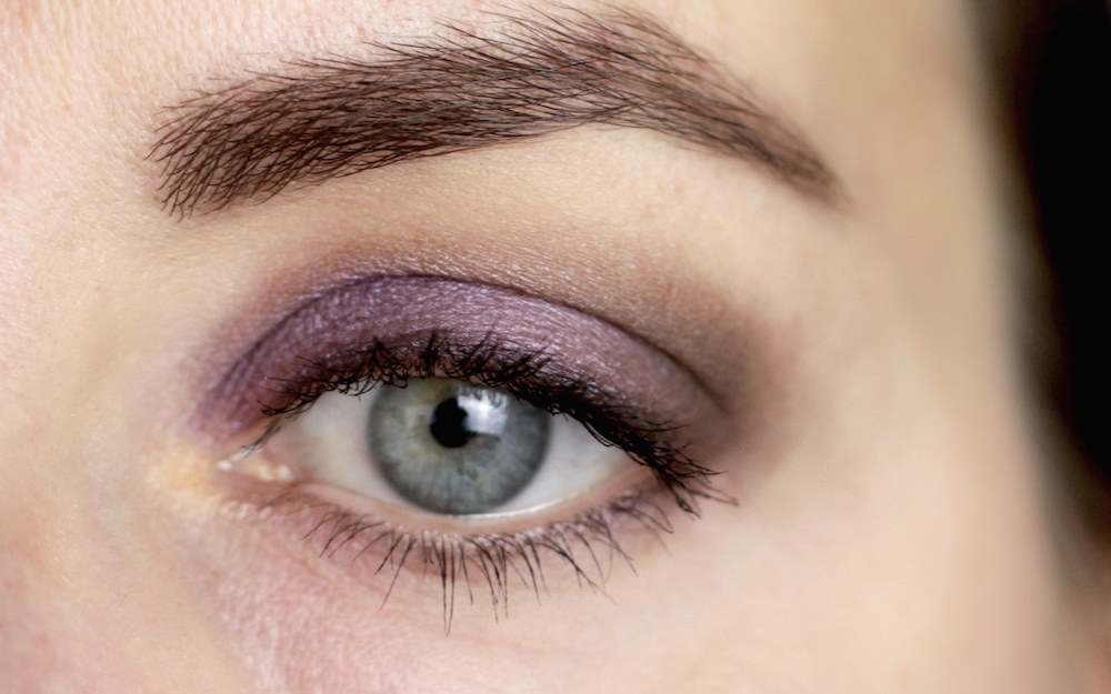 Dr. Hauschka Look using 01 golden sand, 04 graubraun, 07 lilad, 04 greybrown, 07 lilac