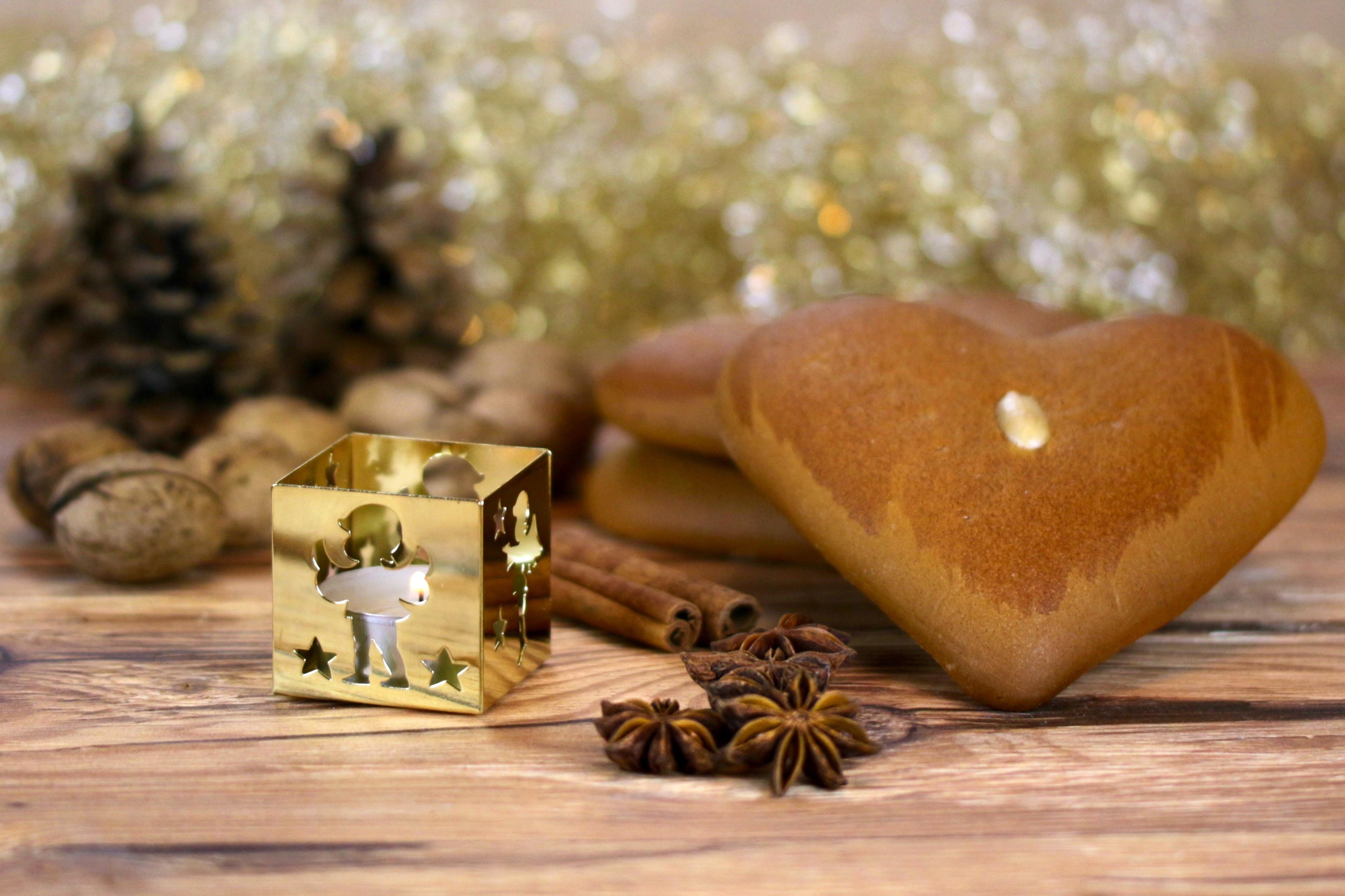 candlelight anise cinnamon gingerbread heart golden