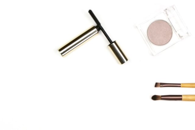 beauty flatlay mascara eye shadow brushes