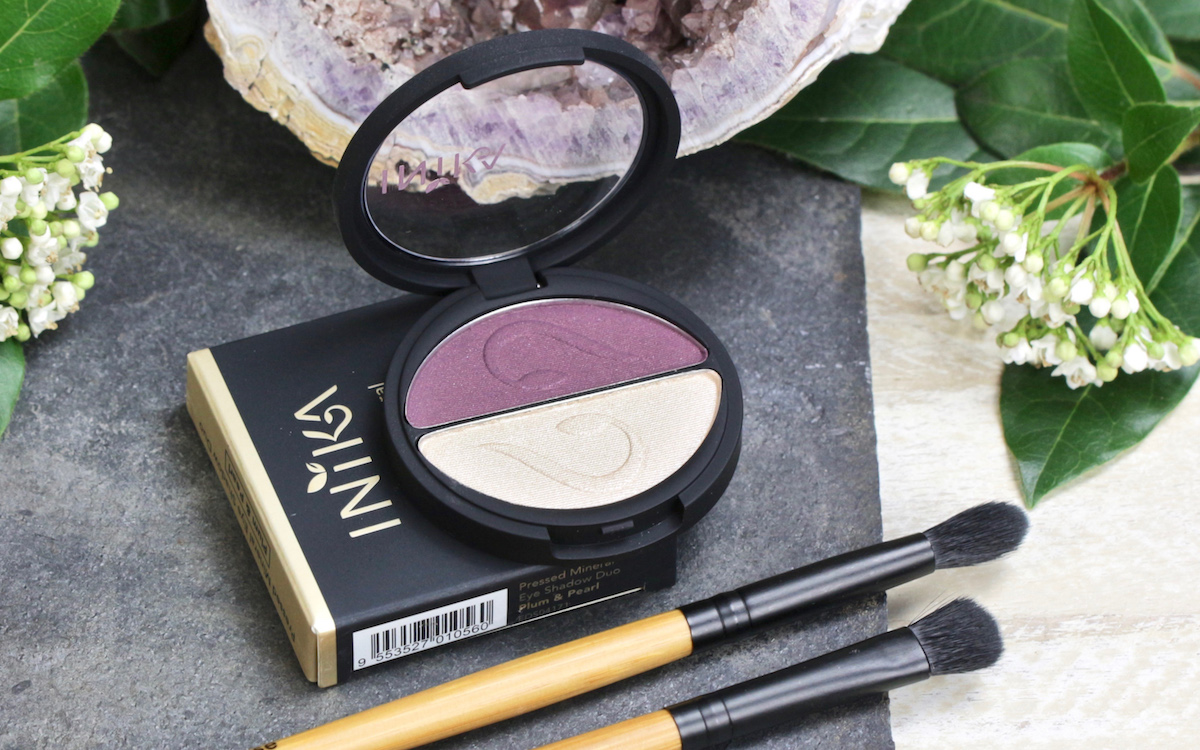 """Review and Swatch: INIKA Pressed Mineral Eyeshadow Duo """"Plume + Pearl"""""""