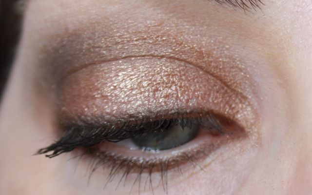 "bareMinerals ICON Look mit Mix Master ""Hot Commodity"", ""Embellish"" und ""Perspective"""