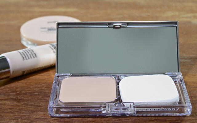 P2 all-in-one Compact Foundation in 15 all in one ivory