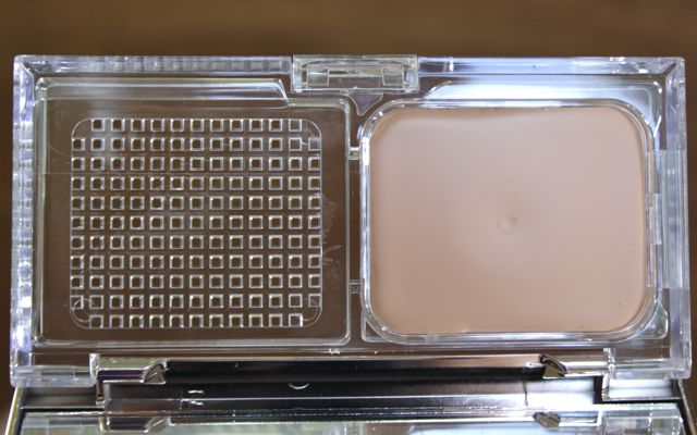 Review und Swatch P2 all-in-one Compact Foundation in 15 all in one ivory