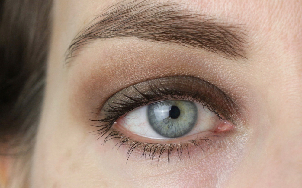 "Eye makeup with Couleur Caramel 164 ""Leaf"" and 162 ""Maronne"""