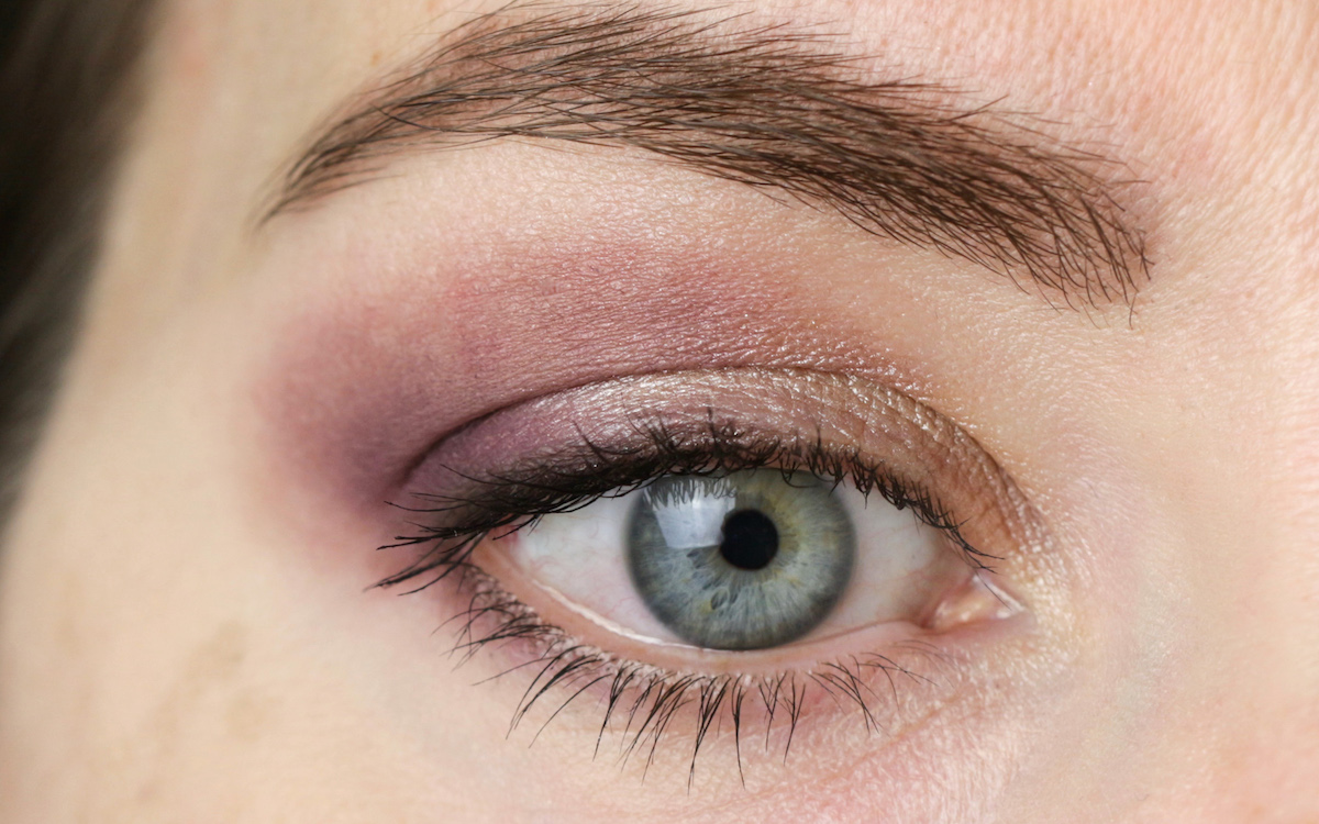Eye Maekup with INIKA Duo Shadow Plum and Pearl