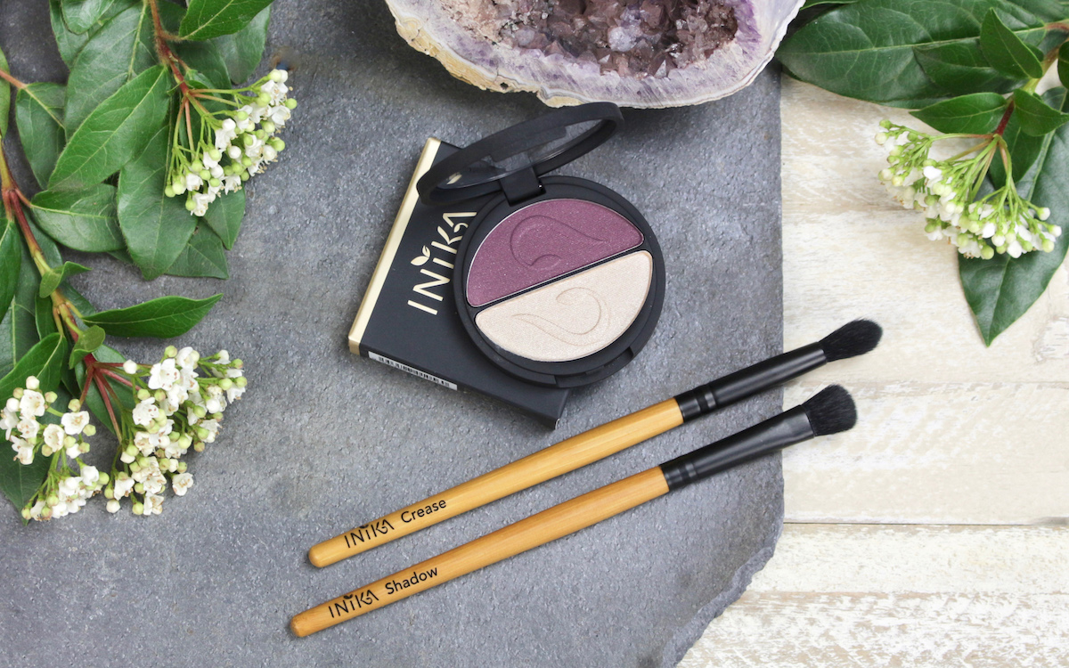INIKA Mineral Pressed Eyeshadow Duo Plum + Pearl - Swatches and Makeup