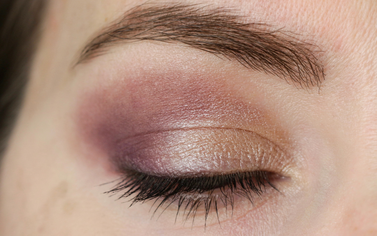 Eye Makeup with INIKA Duo Shadow Plum and Pearl