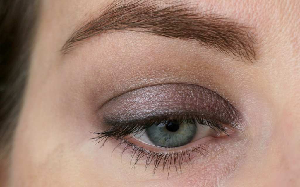 "Augenmakeup mit Börlind ""46 - stone"", Kajal ""black"", Augenbrauenstift ""brown"", Long Lasting Volume Mascara ""black"""